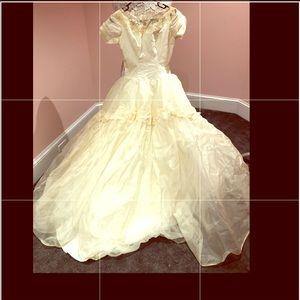 UNBELIEVABLE vintage 50s wedding dress